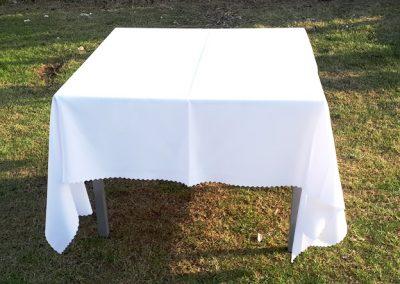 stół 90x90 z obrusem